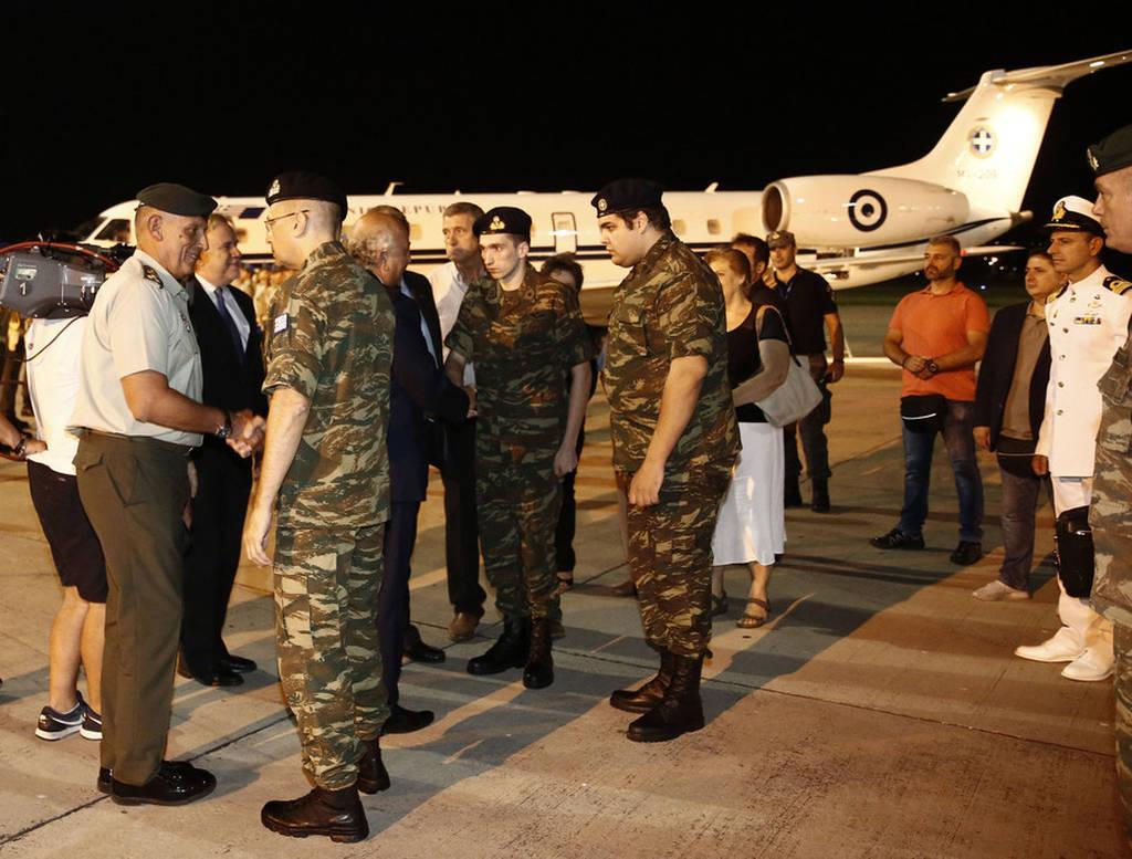 στρατιωτικοί επέστρεψαν Ελλάδα