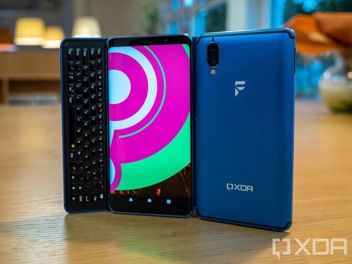 Οι XDA Developers λανσάρουν το δικό τους Smartphone με LineageOS και Ubuntu Touch