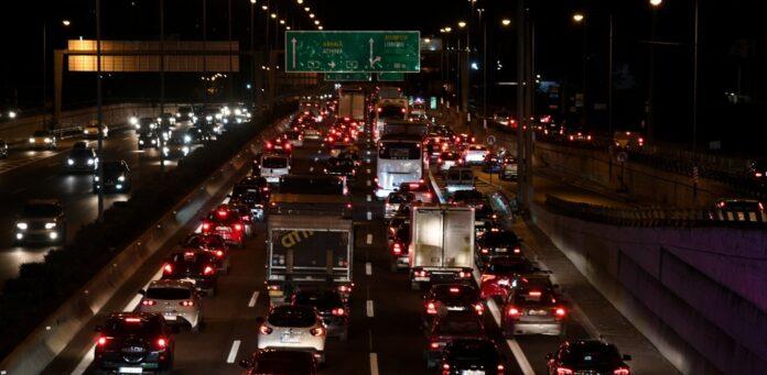 Κυκλοφοριακό κομφούζιο στην Αθήνα – Ρεκόρ διετίας με μποτιλιάρισμα όπως τα Χριστούγεννα