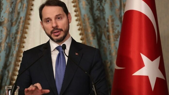 Ο πρόεδρος Ερντογάν έκανε δεκτή την παραίτηση του υπουργού Οικονομικών και γαμπρού του