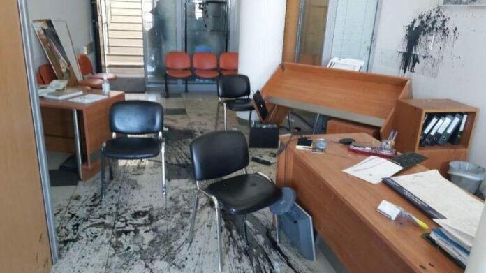 Δύο συλλήψεις για την επίθεση στο γραφείο του Λ