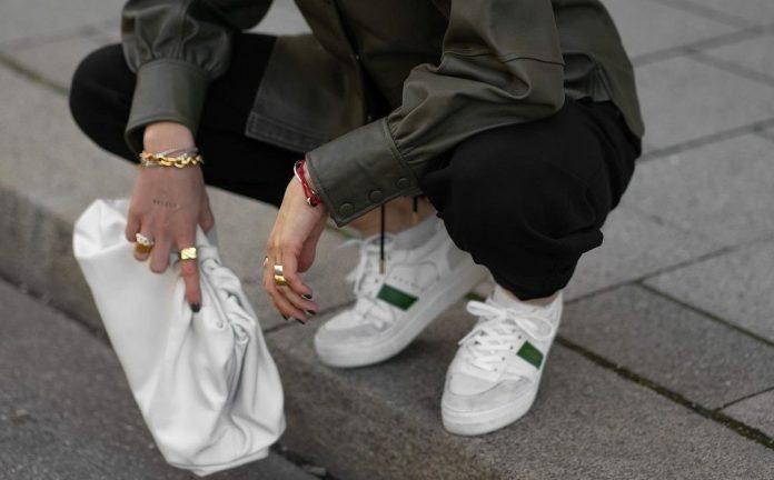 Τα λευκά Sneakers που όλες πρέπει να έχουμε στη συλλογή μας