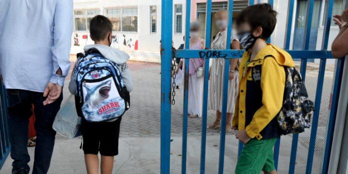 Καθηγήτρια Γυμνασίου αρνείται να φορέσει μάσκα και να ανοίξει τα παράθυρα
