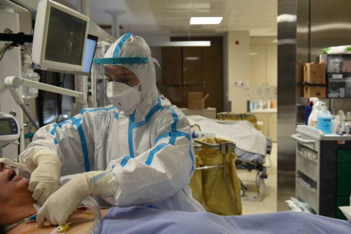 Νύχτα αγωνίας για τα νοσοκομεία της Αττικής – Μόλις 32 κλίνες κενές στο λεκανοπέδιο
