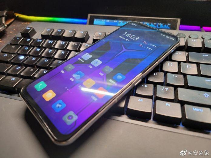 Έρχεται το νέο Lenovo Legion Phone 2 Pro και μοιάζει με... Transformer;