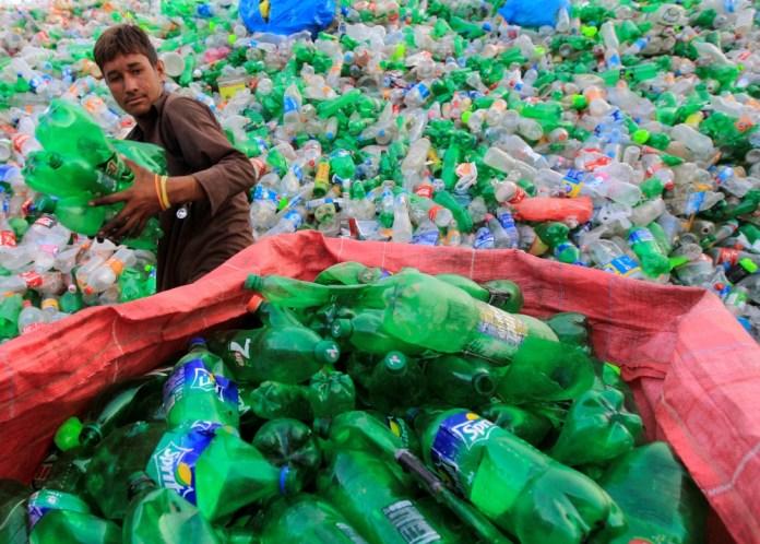 20 εταιρείες δημιουργούν το 55% των πλαστικών αποβλήτων