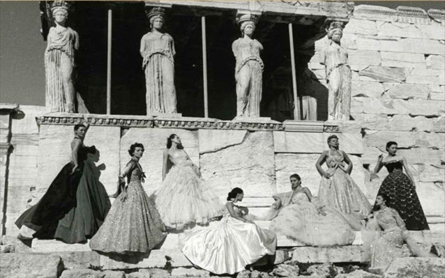Ο οίκος Dior επιστρέφει κι επίσημα στην Ακρόπολη, 70 χρόνια μετά, για την φωτογράφηση της Cruise Collection 2022