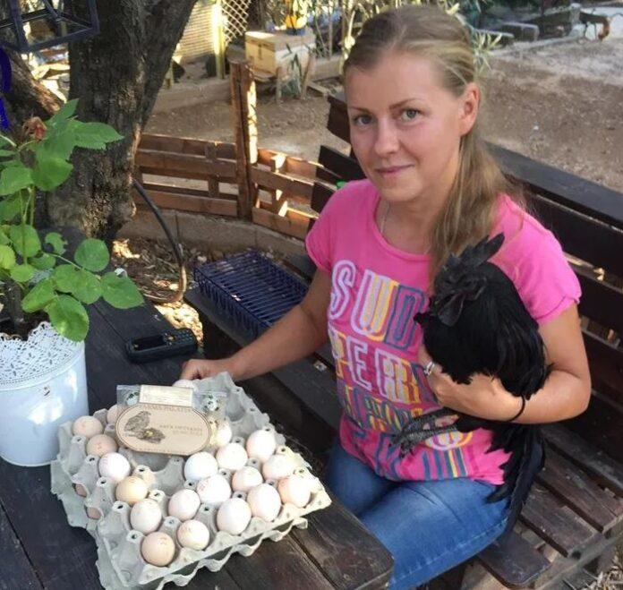 Εκτρέφει σπάνιες ράτσες πτηνών σε φάρμα στο Πήλιο