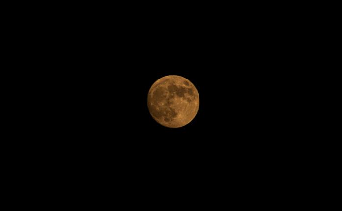 Εντυπωσίασε και τους Βολιώτες το… «Φεγγάρι της Φράουλας»!