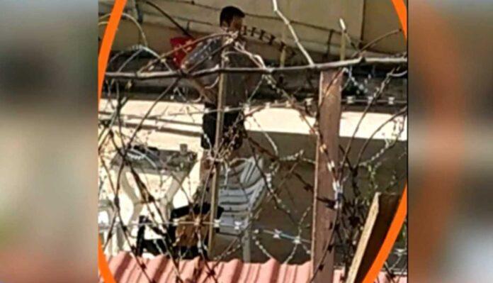 Η πρώτη φωτογραφία του συζυγοκτόνου μέσα από τη φυλακή