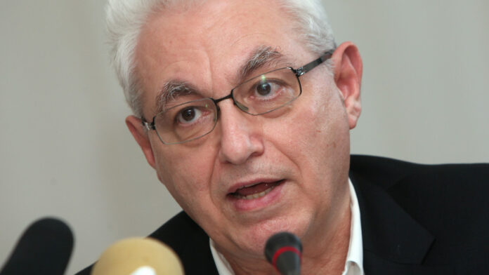 Απαγχονισμένος βρέθηκε ο καθηγητής Ιωάννης Καζάζης