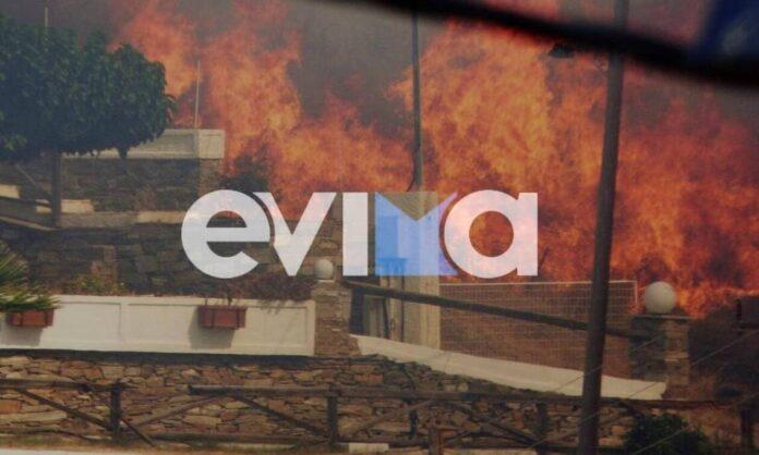 Φωτιά ΤΩΡΑ στην Κάρυστο: Οι φλόγες «έγλειψαν» σπίτια – Δραματικές στιγμές