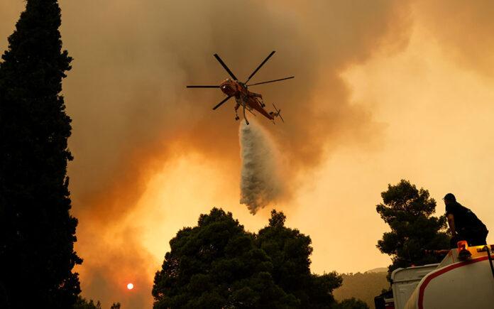 Εκκενώνονται τα Βίλια και ο Προφήτης Ηλίας με μήνυμα από το 112 λόγω της μεγάλης πυρκαγιάς