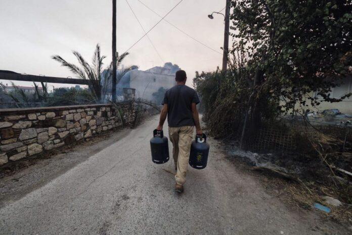 Εύβοια: Χτύπησαν οι καμπάνες για να εκκενωθούν οι Κεχριές