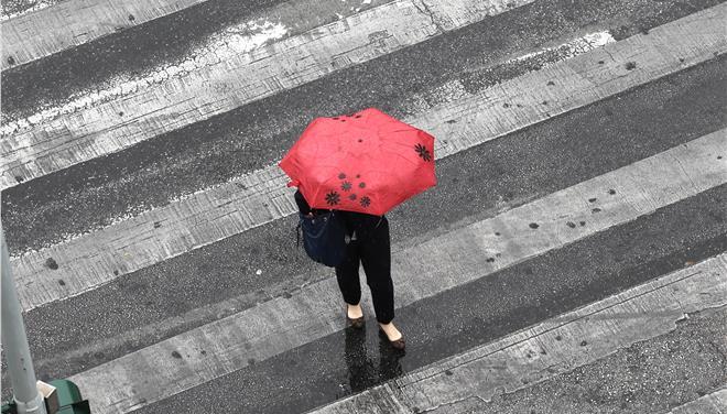 Αραιές συννεφιές και ασθενείς τοπικές βροχές