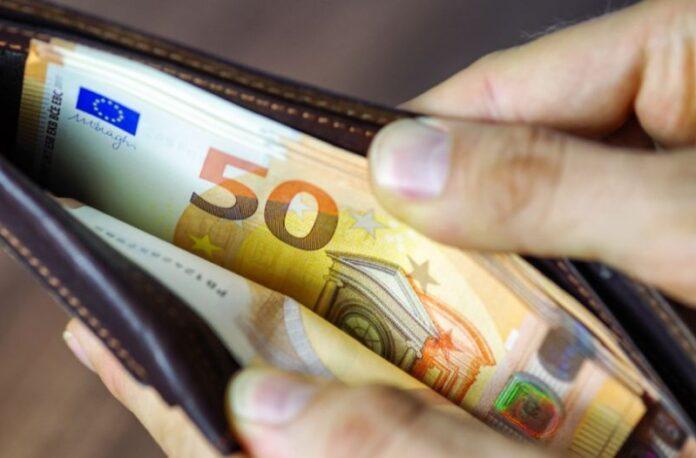 Η μεγάλη χάρη που ζήτησε να του κάνουν με ένα χαρτονόμισμα των 100 ευρώ ήταν το κλειδί της παγίδας