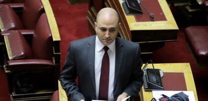 ΣΥΡΙΖΑ για διαγραφή Μπογδάνου: Ο Μητσοτάκης το αποφάσισε με καθυστέρηση, ας πάρουν σειρά οι ακροδεξιοί υπουργοί του