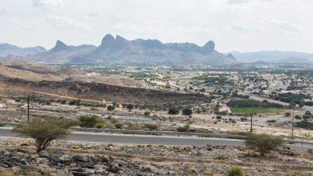 widok z drogi przez góry Al Hadżar