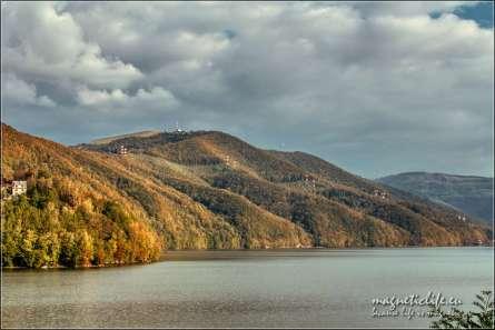 Góra Żar jesienny widok znadJeziora Międzybrodzkiego