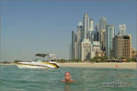 Trzeba popływać na Jbr Beach