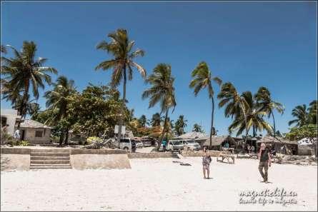 The Rock wschodnie wybrzeże Zanzibaru. Parking