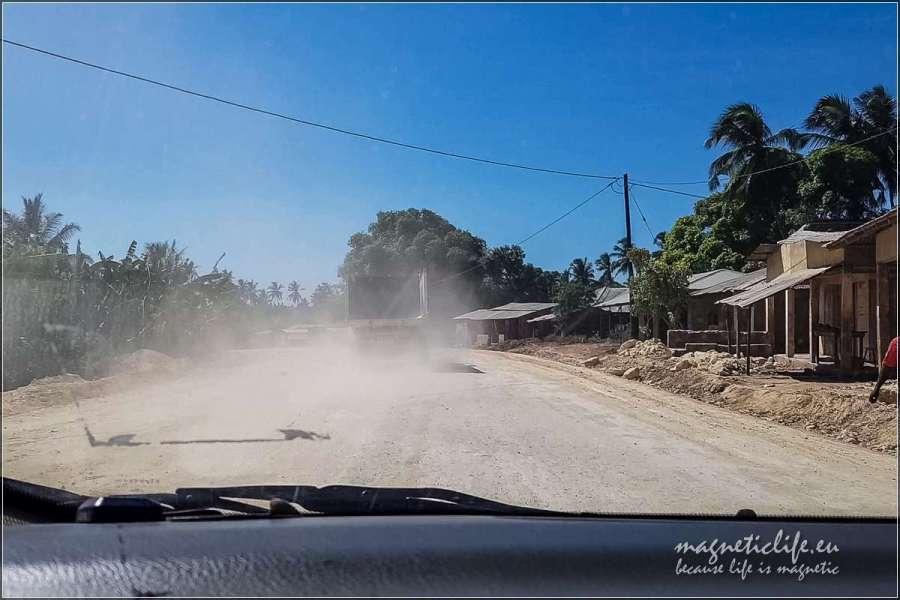 Zachodnie wybrzeże Zanzibaru. Drogi niesą najlepsze
