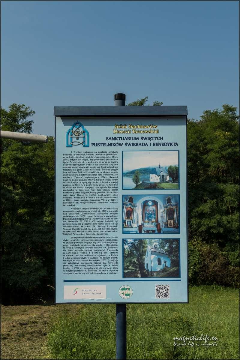 Tropie Sanktuarium świetych tablica