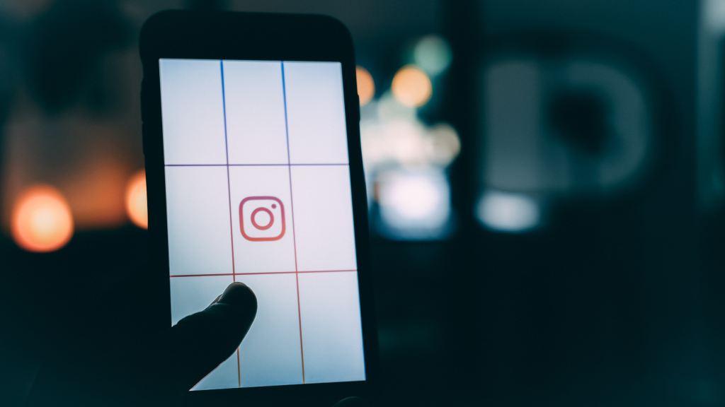 Instagram on phone - Instagram hotspots Utrecht - Magnet.me Blog NL