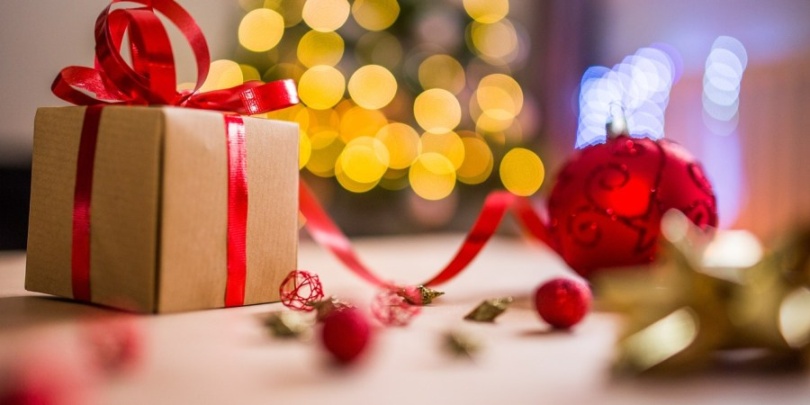 Christmas gift ideas for children while traveling