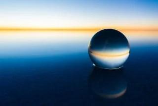 水晶と塩湖の水平線