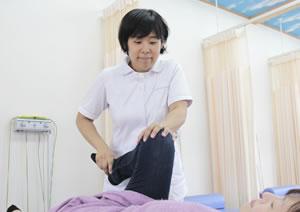 成田市ま心堂整骨院:骨盤矯正の施術写真