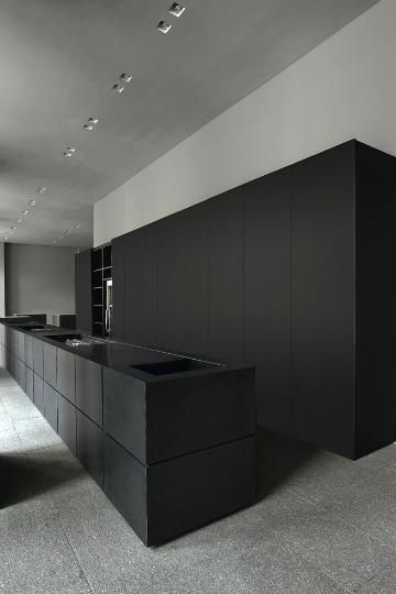 black kitchens 8
