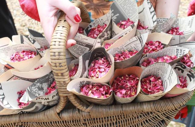 Vintage rose confetti