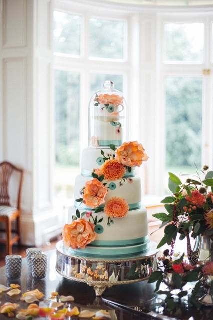 Beautiful vintage style wedding cakes as featured on The National Vintage Wedding Fair by Pink Cocoa