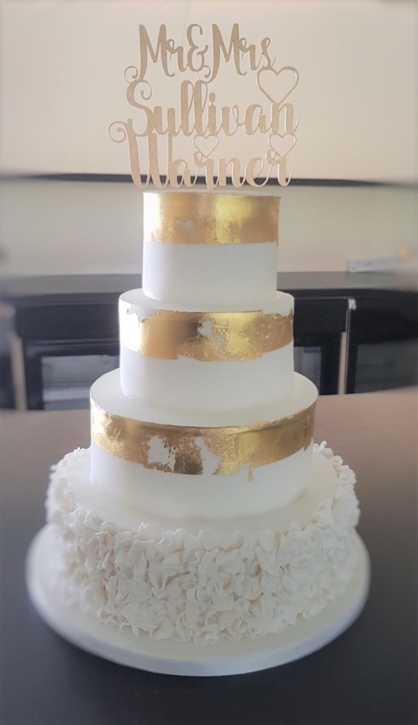2018 wedding cake trends for the creative bride Metallic