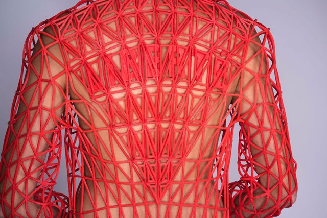 2-danit-peleg-3D-printed-fashion-collection-designboom-02-818x546