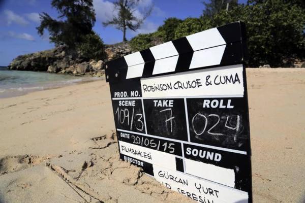 Film-Bahcesi-Robinson-Crusoe-ve-Cuma