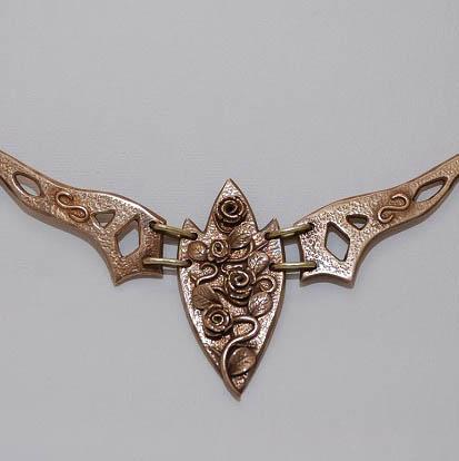 Rosen-Collier aus Bronze