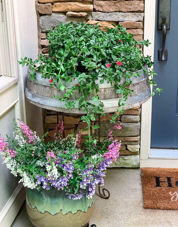Inspiring Spring Planters Design Ideas For Front Door 27