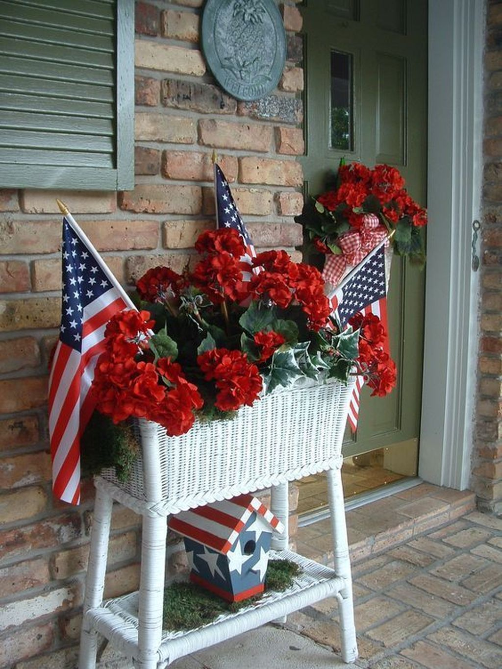The Best Front Porch Ideas For Summer Decorating 14