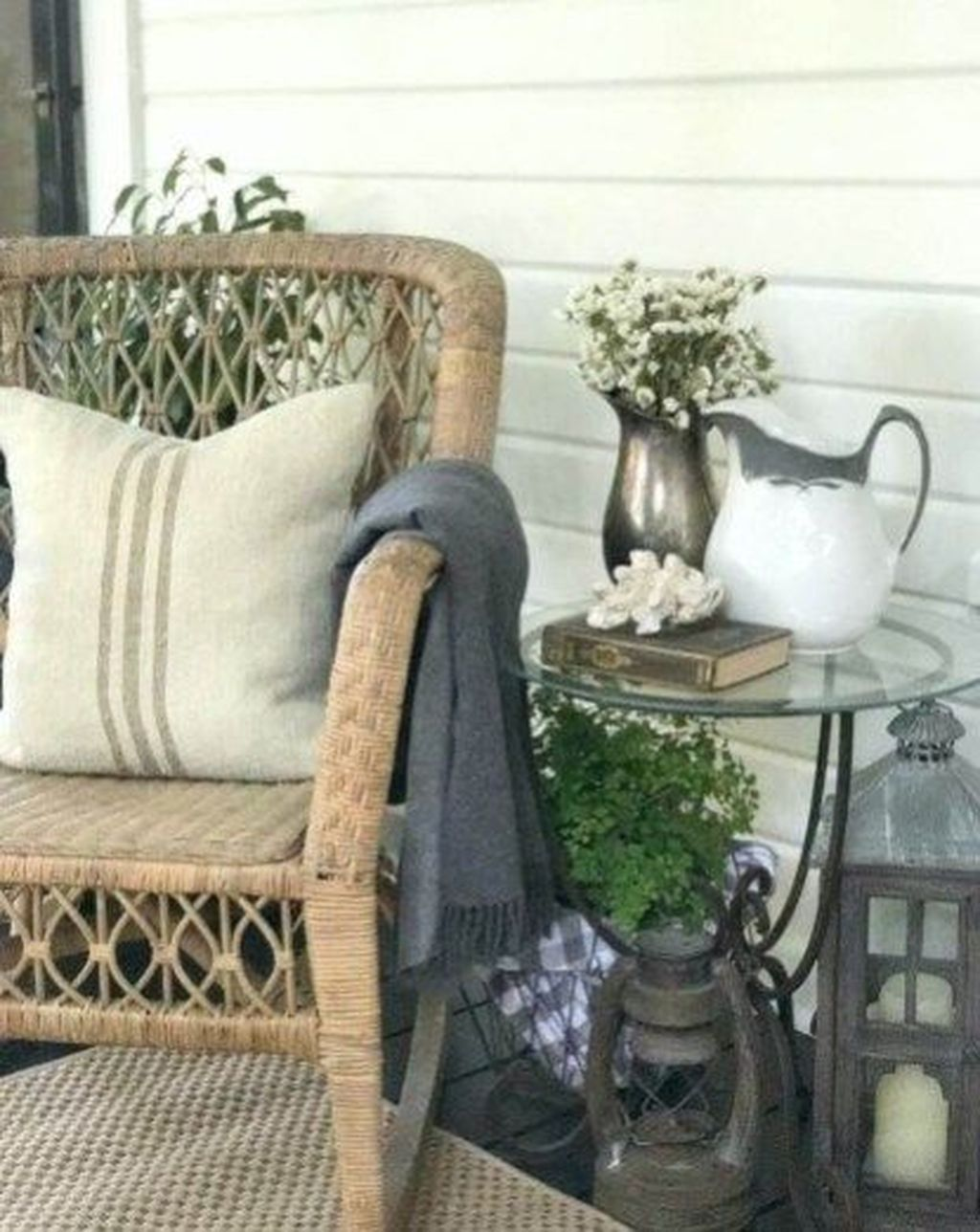 The Best Front Porch Ideas For Summer Decorating 32