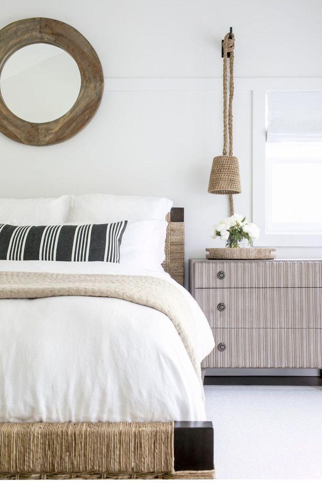 Wonderful Modern Coastal Bedroom Decoration Ideas 04