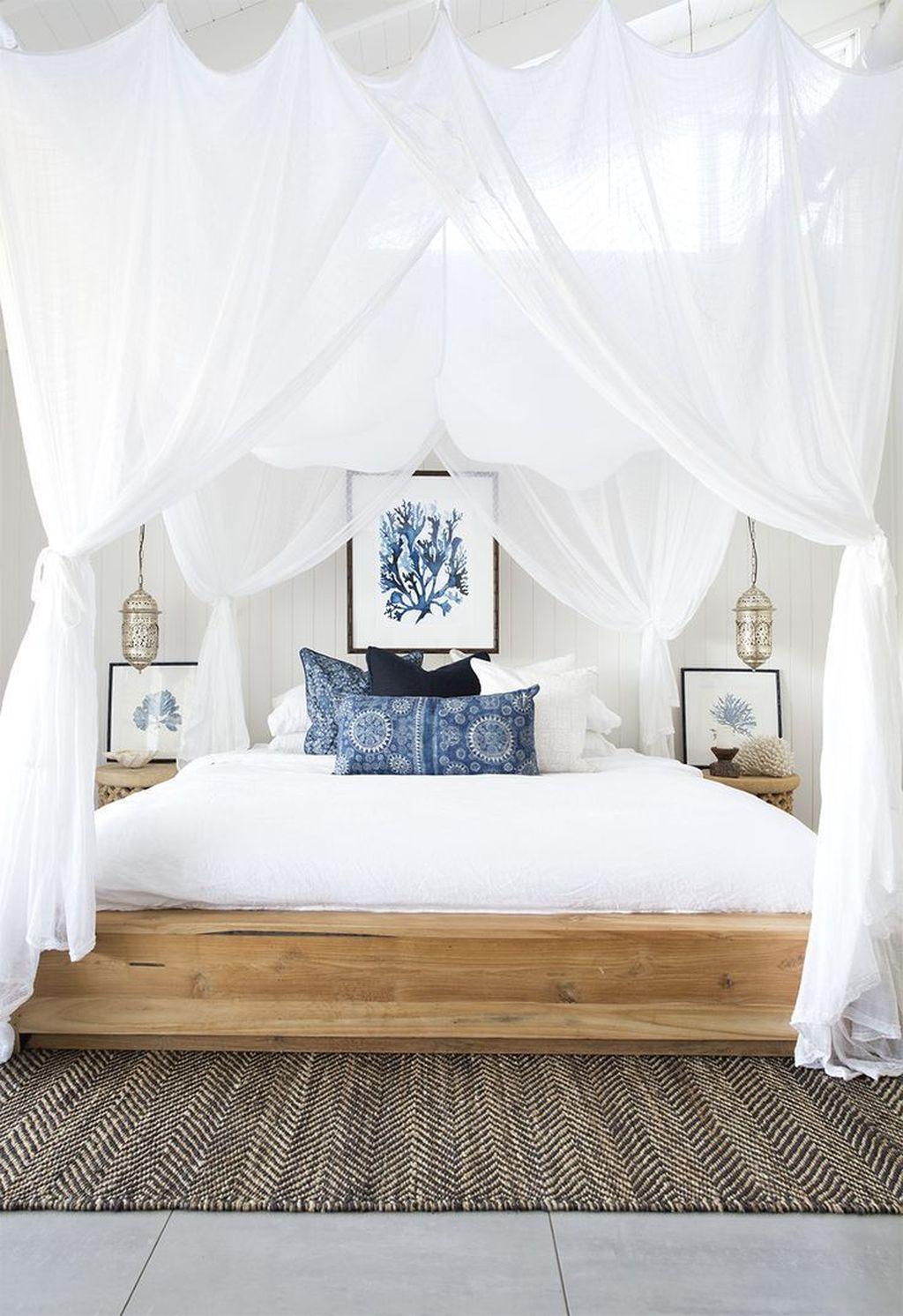 Wonderful Modern Coastal Bedroom Decoration Ideas 14
