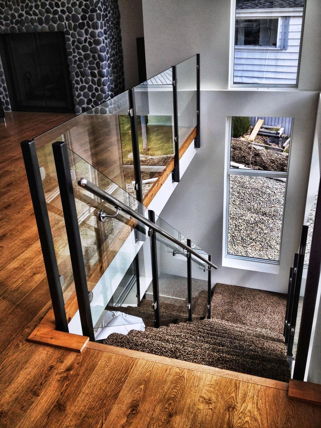 Awesome Modern Glass Railings Design Ideas For Stairs 26