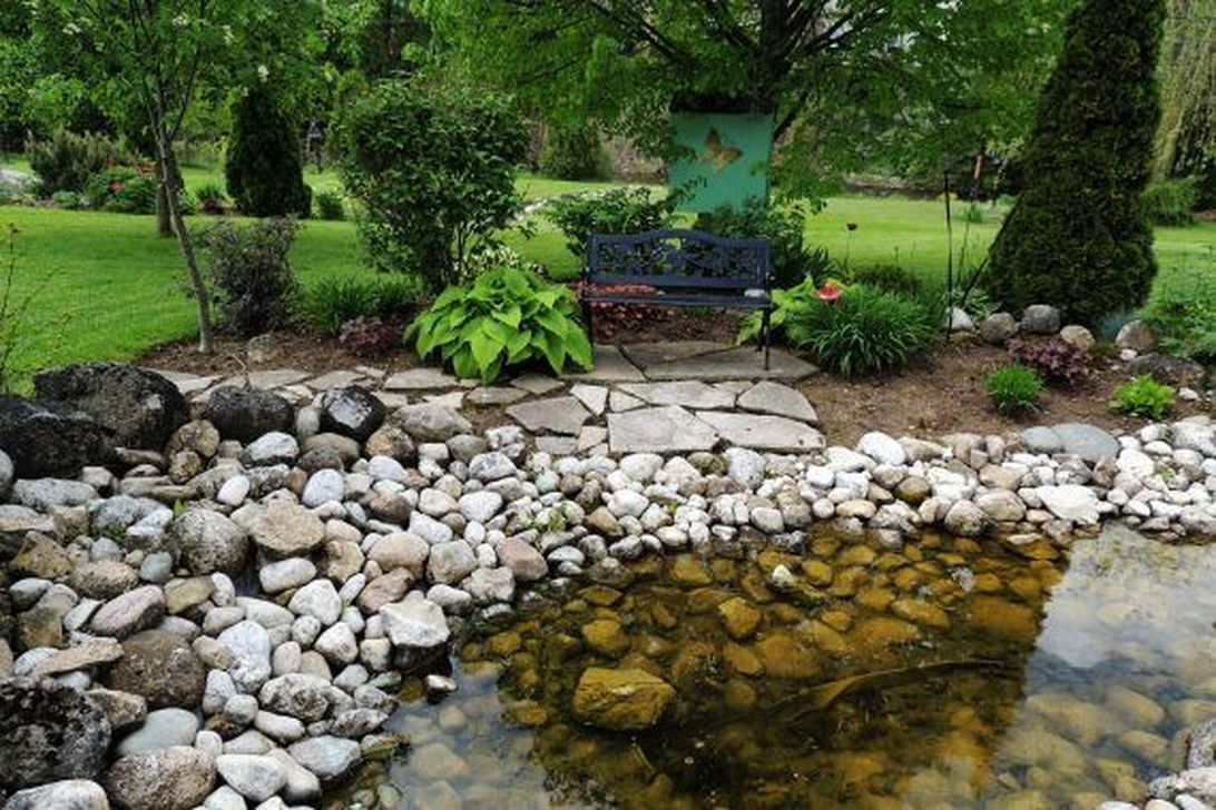 Awesome River Rock Landscaping Ideas 18