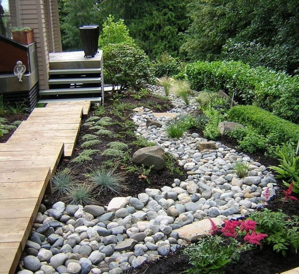 Awesome River Rock Landscaping Ideas 19