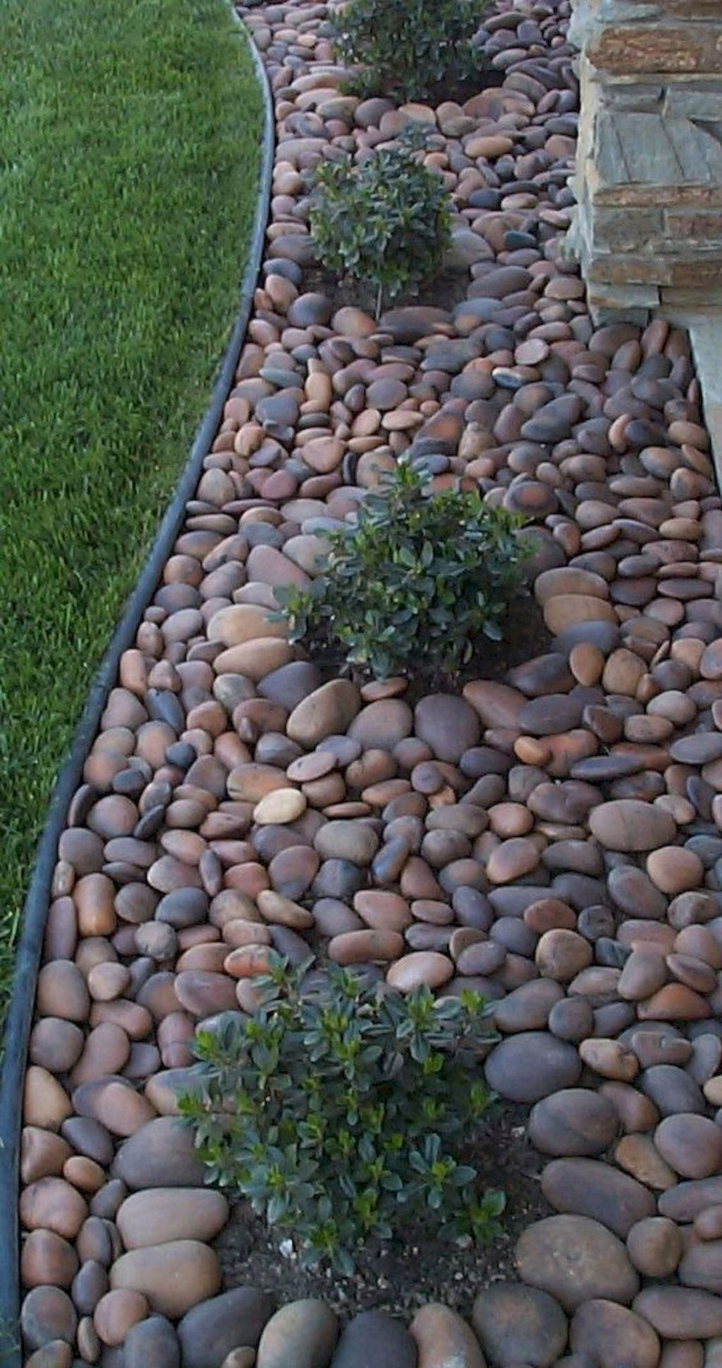 Awesome River Rock Landscaping Ideas 23