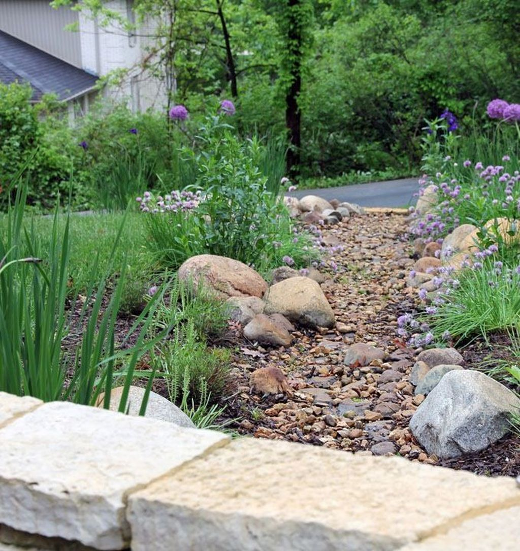 Awesome River Rock Landscaping Ideas 31