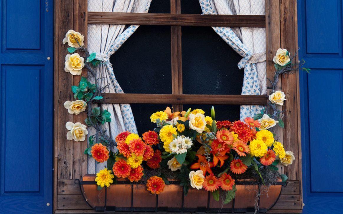 Beautiful Fall Window Boxes Design Ideas 12