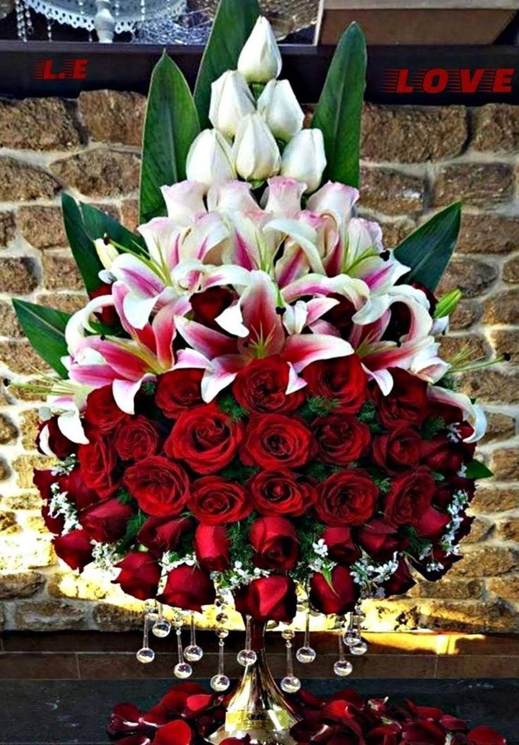 Beautiful Modern Flower Arrangements Design Ideas 20